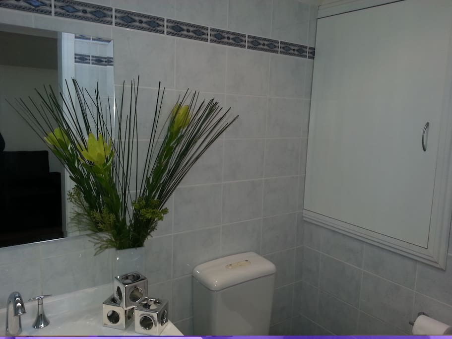 Clean and tidy bathroom with shower.