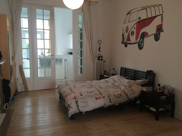 Spacious bright apartment - Schaerbeek - Huoneisto