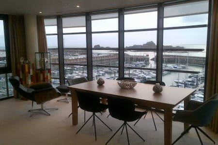 Incredible marina waterfront 4th floor apt - Saint Helier