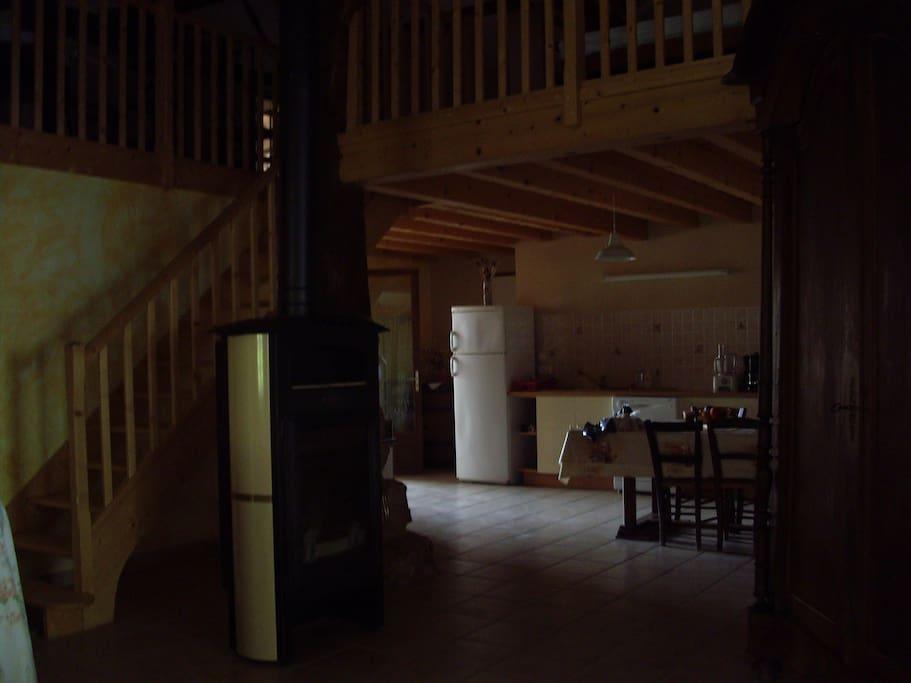grand espace +mezzanine à coté de 3 chambres