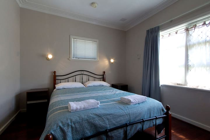 Cosy cottage close to Freo/hospital - Willagee - Ev