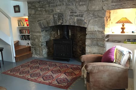 Charming & Secluded 300 yr old Burren Cottage - Carron