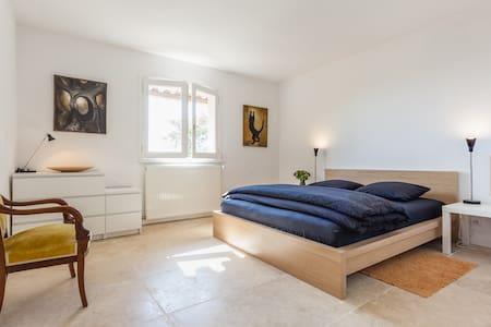 Chambre n°2 dans maison de rêves - Saint-Julien - Bed & Breakfast