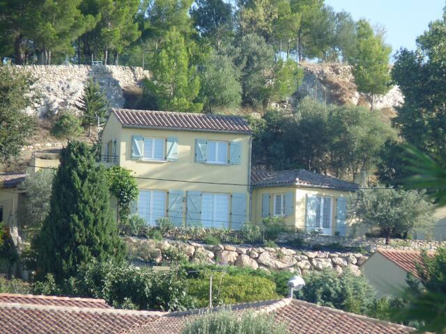 Villa dominante cadre d'exception - Saint-Geniès-de-Fontedit - Villa
