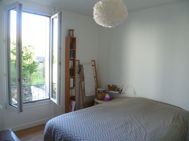 Belle chambre avec vue sur jardin - Noisy-le-Sec - House