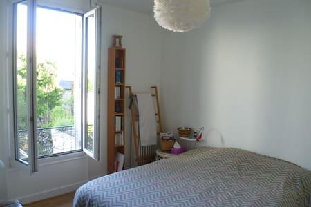 Belle chambre avec vue sur jardin - Noisy-le-Sec - Ev