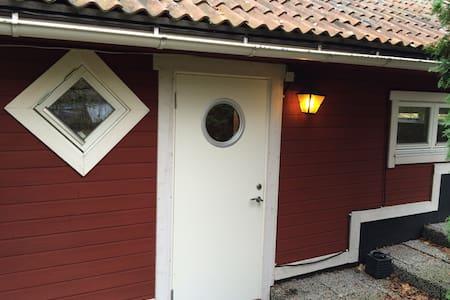 Cottage 20 min. from Stockholm - Nacka