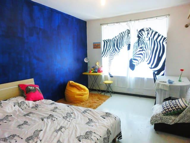 浪花hotel 仙林地铁口 楼下两室中的一室 斑马间 NO.1 - 南京 - Bed & Breakfast