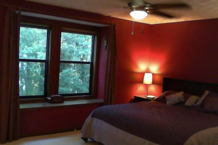 Comfortable Master Bedroom - Marietta