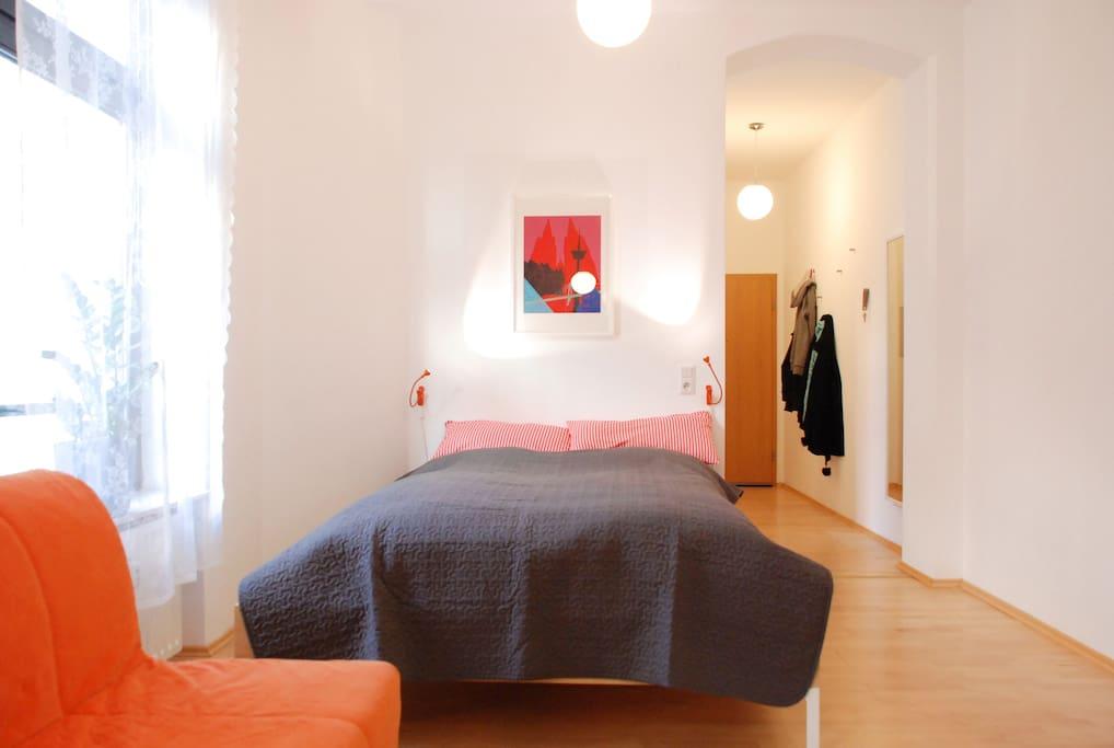 Queen size bed / Doppelbett (160 x 200 cm)