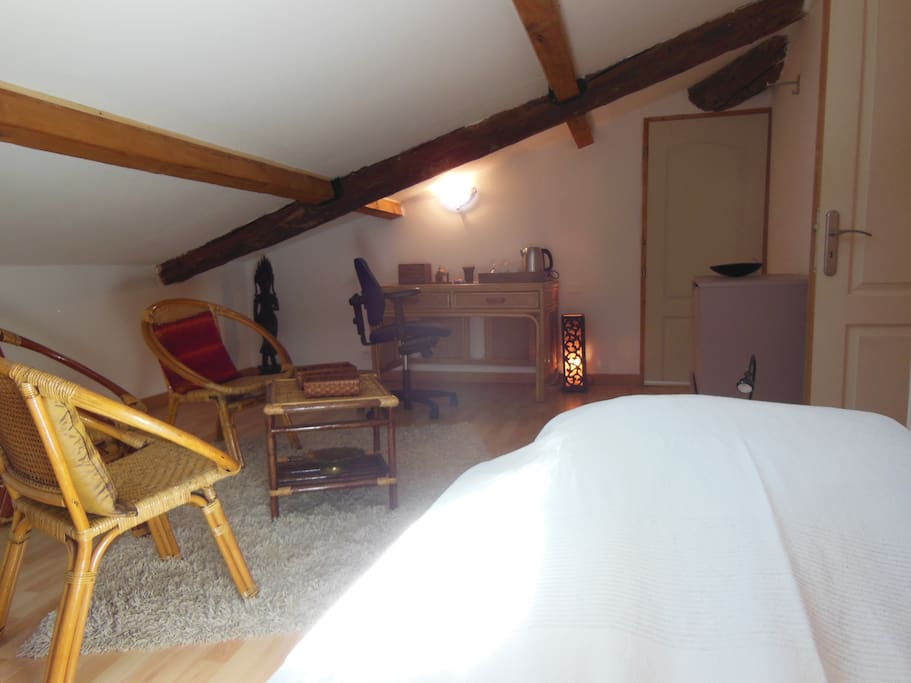Bureau, commode, salon rotin