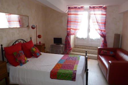 La chambre d'Opoul - OPOUL PERILLOS - Bed & Breakfast