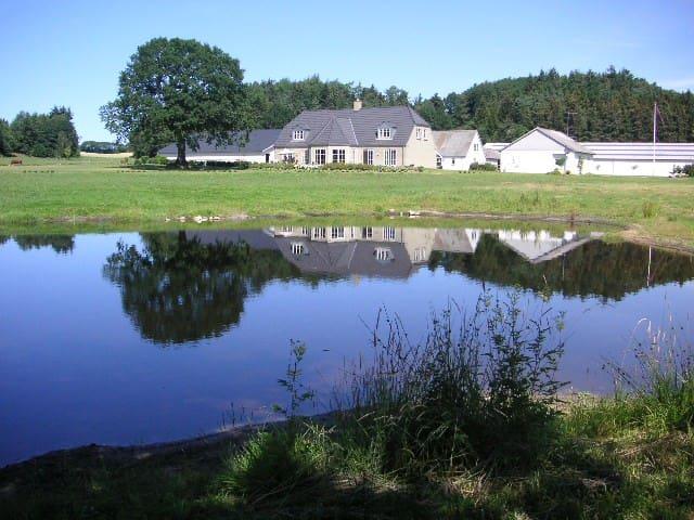 romantisk lejlighed i landlig idyl - Silkeborg - Huis