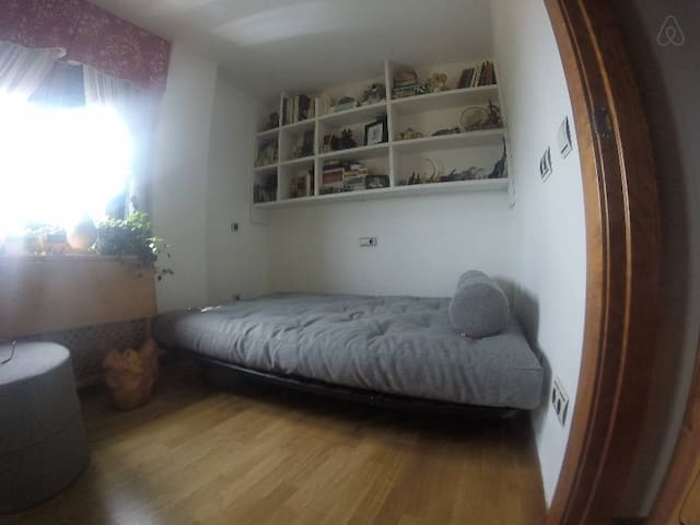 2nd Sunny room near the bus station - Salamanca - Byt