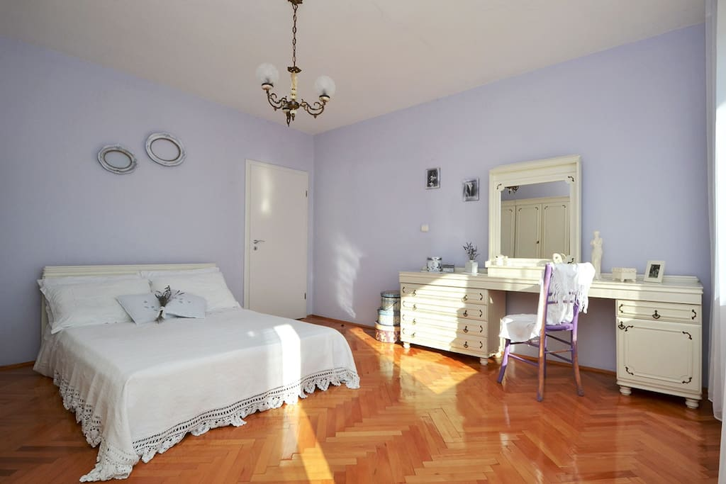 Bedroom with french bed and terrace with sea view Mar deLuxe1