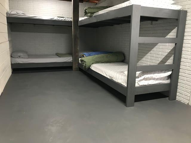 Basement Bunkroom - rustic but sleeps 8