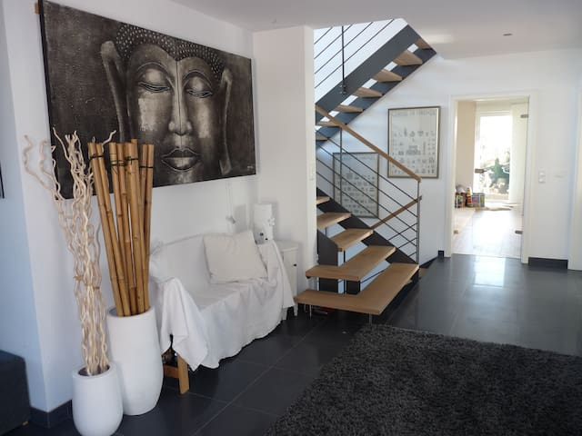 Architektenhaus Alpenblick 2 min A8 - Irschenberg - House