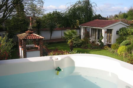 Friendly home close to Leeds centre - Leeds - Bungalou