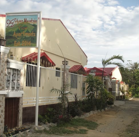 Arlyn's Mountain View Suites - Dipolog City - アパート
