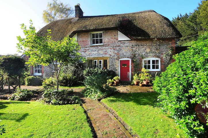 Lovely self-contained Cottage Annex - Durweston - House