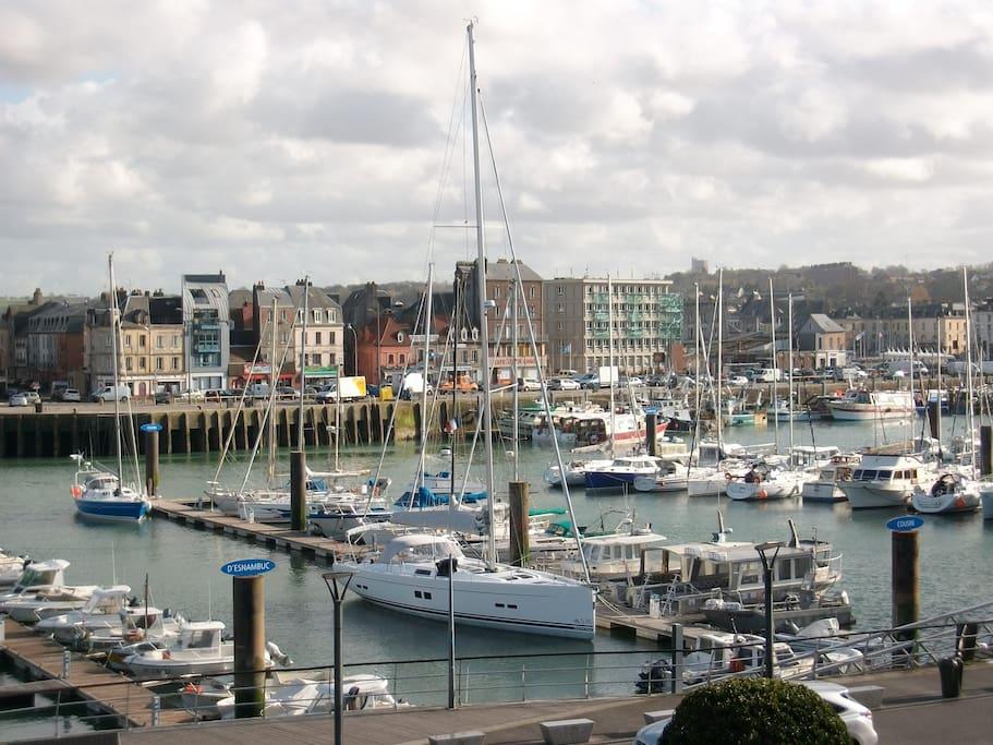 Vue magnifique sur le port de Dieppe