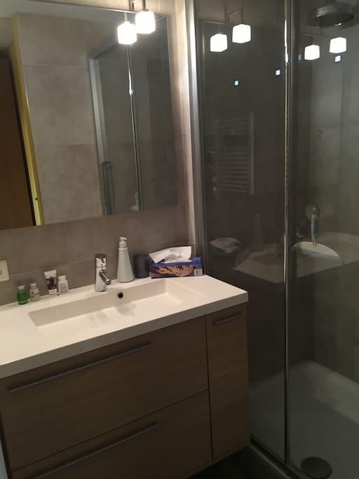 """Salle de douche privée """"orangeraie"""""""