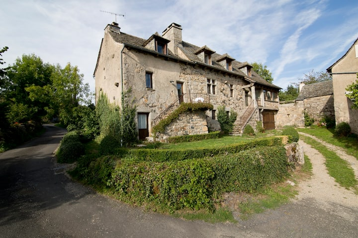 Authentic Romantic little house in Aubrac region