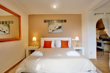 The James Hunt Suite - San Pedro de Alcantara, Marbella - Bed & Breakfast