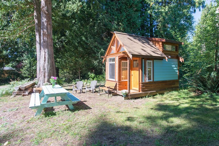 *The Micro Cabin in Roberts Creek* - Roberts Creek - Hytte