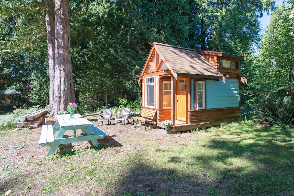 The micro cabin in roberts creek tiny houses for rent for Tiny homes for sale canada