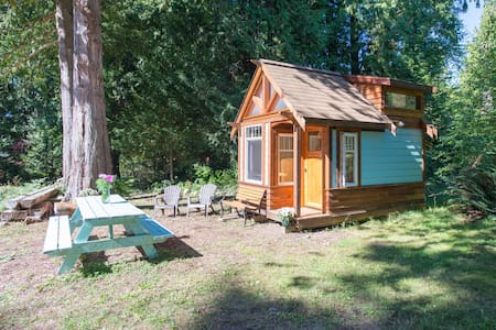 *The Micro Cabin in Roberts Creek* - Roberts Creek - กระท่อม