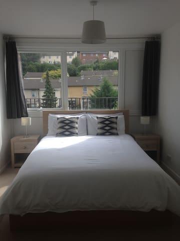 Bright room in quiet neighbourhood - Exeter - Bed & Breakfast