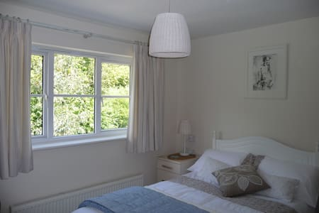 Large twin room in 5 bed house - Cardiff