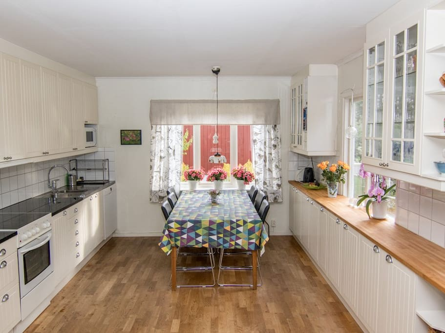 Spacious kitchen with dinner table. Open design to living room.