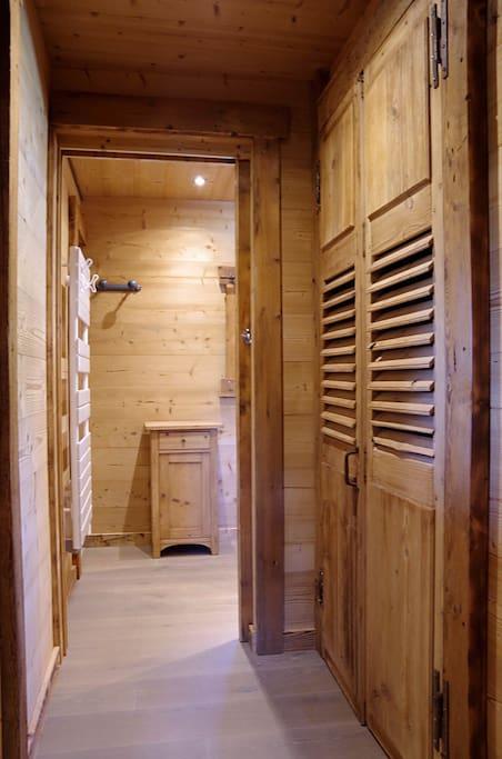 couloir allant à la salle de bain