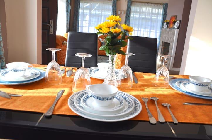 Set dinning table