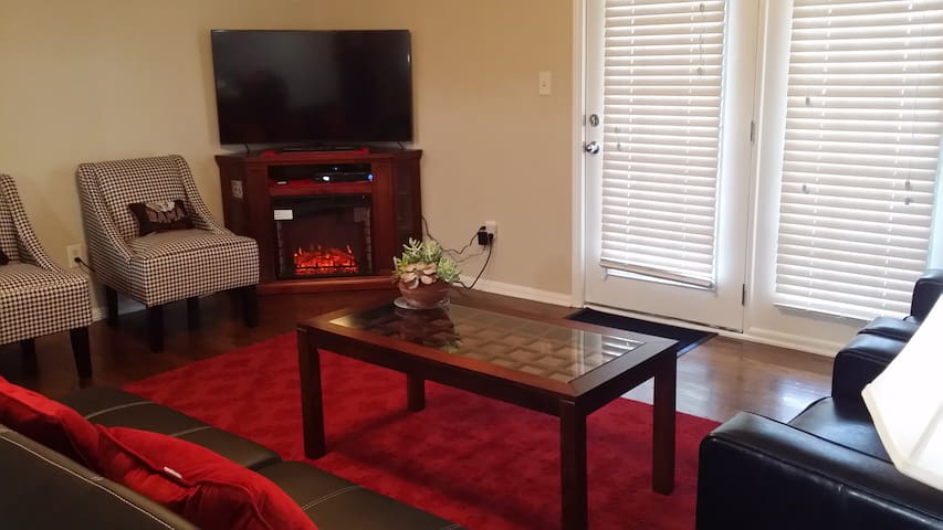 Upscale Condo ~ UA Close ~ Sleeps 8 - Tuscaloosa - Condomínio