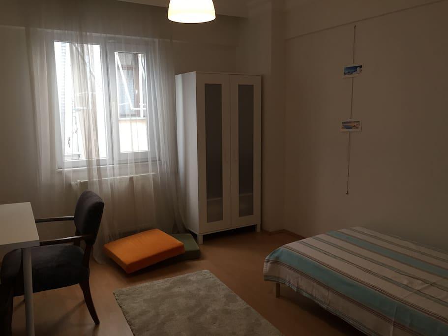 15 m2 Room for rent, 1 single bed, working desk & wordrobe.
