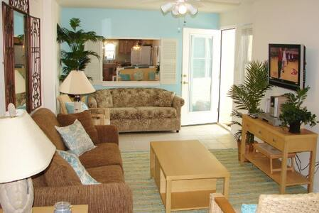 Oceanfront Beach Hideaway Penthouse - North Wildwood - Apartment