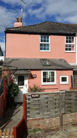 April cottage in sunny Shaldon - Shaldon - Hus