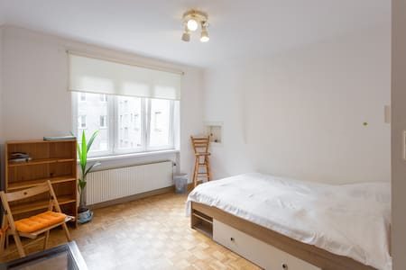 Cozy room with private bathroom - Wien
