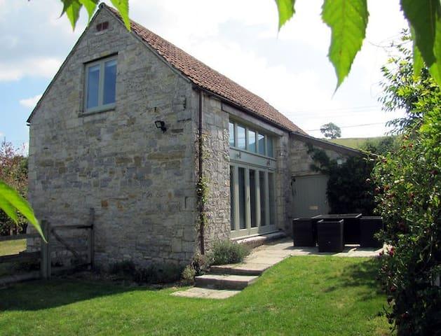 Tibbs Barn, Henley, Somerset - Henley - House