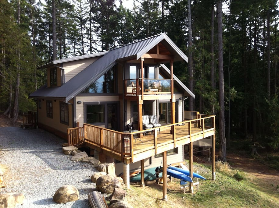Luxury on mayne island west facing maisons louer for Salle de bain west island