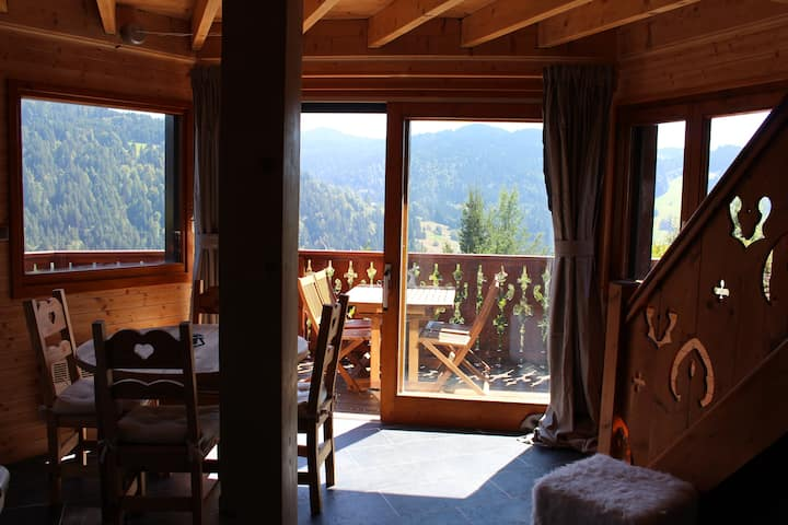Cosy Chalet with stunning views