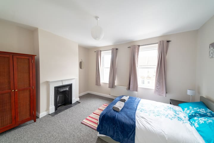 Large, Bright Double Room