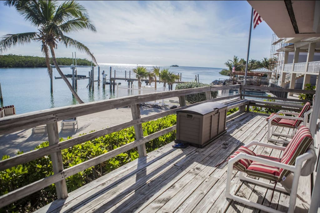 Or step outdoors onto your private deck and enjoy the vast ocean view, rustling of the palms and utter serenity.