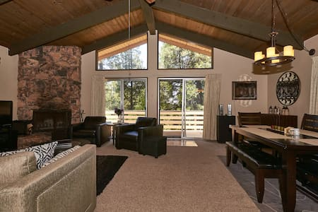 Crestline Treetop Retreat - Crestline
