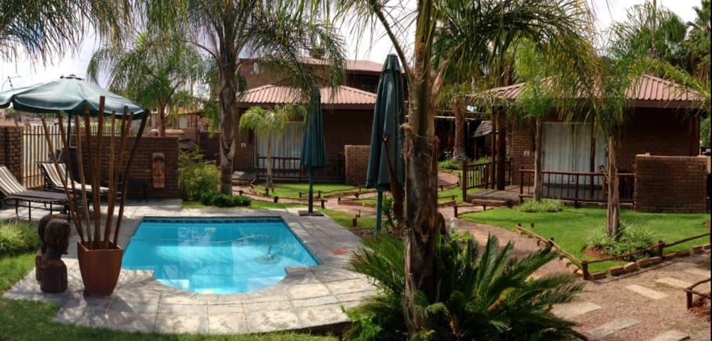 Loose Standing Chalets - Upington - Chalet