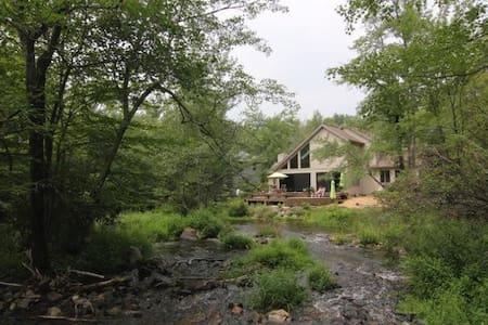 Cobham House - Pocono Pines - บ้าน