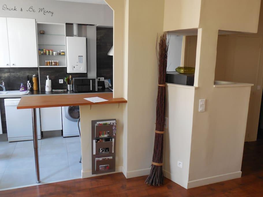 salon ouvert vers la cuisine
